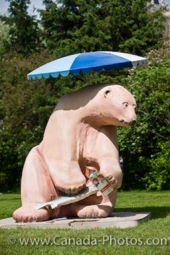 Photo: Bear Necessities Statue Legislative Building Grounds Winnipeg
