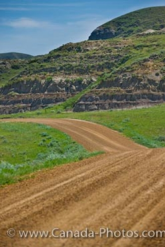 Photo: Gravel Road Big Muddy Badlands