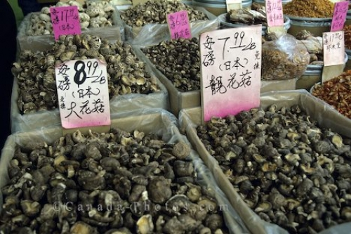 Photo: Chinatown Markets Toronto Ontario