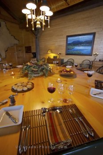 Photo: Dinner Setting Rifflin Hitch Lodge Labrador