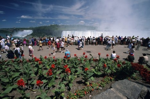 Photo: Niagara Falls Ontario Tourists