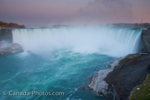 Photo: Niagara Horseshoe Falls twilight Niagara River