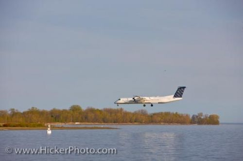 Photo: Porter Airlines Aircraft Toronto City Airport Ontario