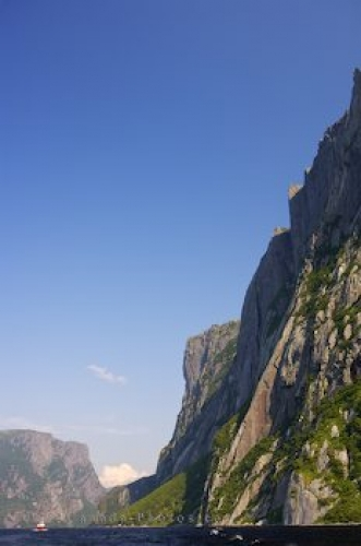 Photo: Sightseeing Western Brook Pond Gros Morne National Park