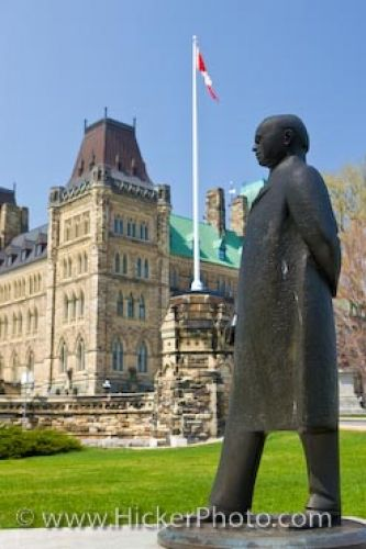 Photo: Statue Of William Lyon Mackenzie King