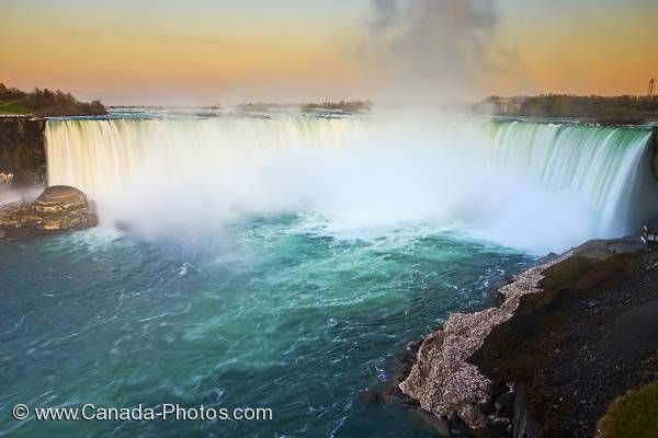 Photo: Canadian Waterfall Attraction Niagara Falls