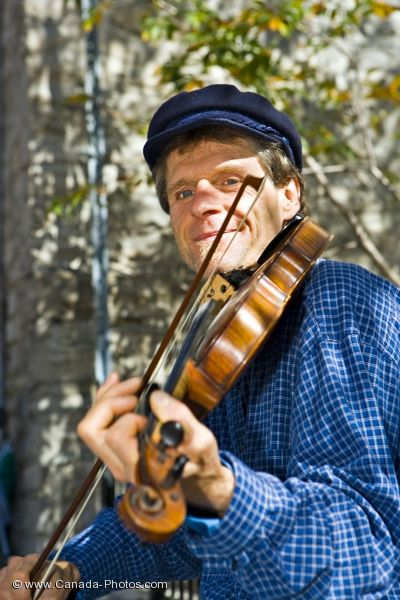 Photo: Fiddler Musician Old Quebec Canada