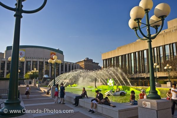 Photo: Golf Water Fountain Place Des Arts Montreal