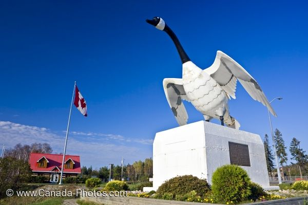 Photo: Information Centre Canada Goose Statue Picture Wawa Ontario
