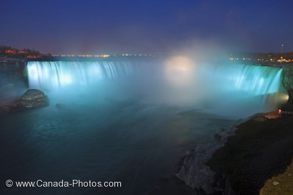 Photo: Niagara Horseshoe Falls Night Illumination