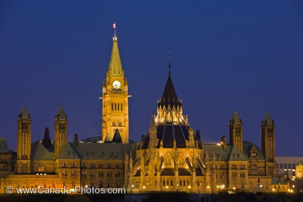 Photo: Parliament Hill Night Lights Nepean Point Ottawa City