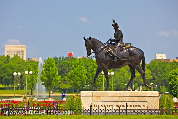 Photo: Queen Elizabeth II Statue Gardens Regina