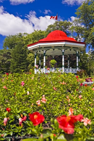 Photo: Spring Garden Road Halifax Public Gardens