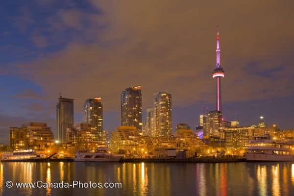 Photo: Toronto City Dusk Scenery Little Norway Park Ontario